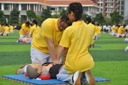 学校心肺复苏 CPR in Schools